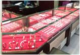 女贼假身份证应聘珠宝店服务员 盗走20余万金器被捕