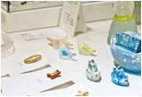 设计 | 安達知江 充满艺术感的玻璃制胸针
